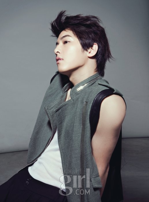 Joong-Ki-Elle-girl-song-joong-ki-lovely-28426300-516-700